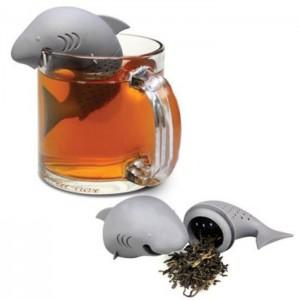 Een heel leuk bedacht thee-ei. Zo krijgt iedereen toch een glimlach op zijn gezicht van een kop thee!